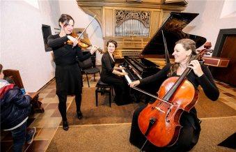 Die-drei-Musikerinnen-begeisterten-mit-suedamerikanischer-407198