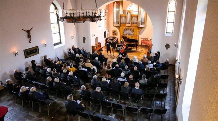 Die-Musikerinnen-liessen-die-Zuhoerer-an-wunderschoenen-407201